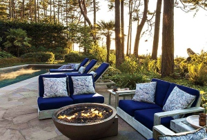 Flores_II_outdoor_seating_Robert_Passal_House_Beautiful_June_2014